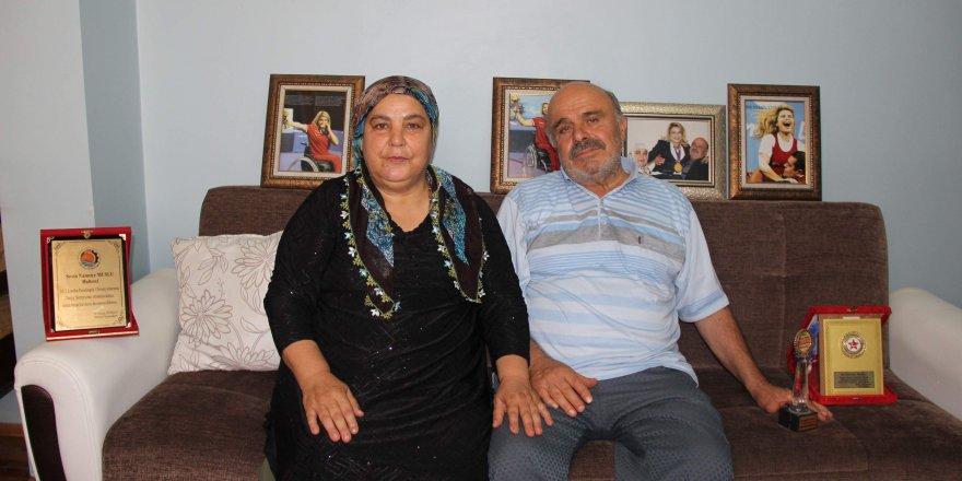 Dünya rekoru kıran Nazmiye'nin ailesi kızlarıyla gurur duyuyor