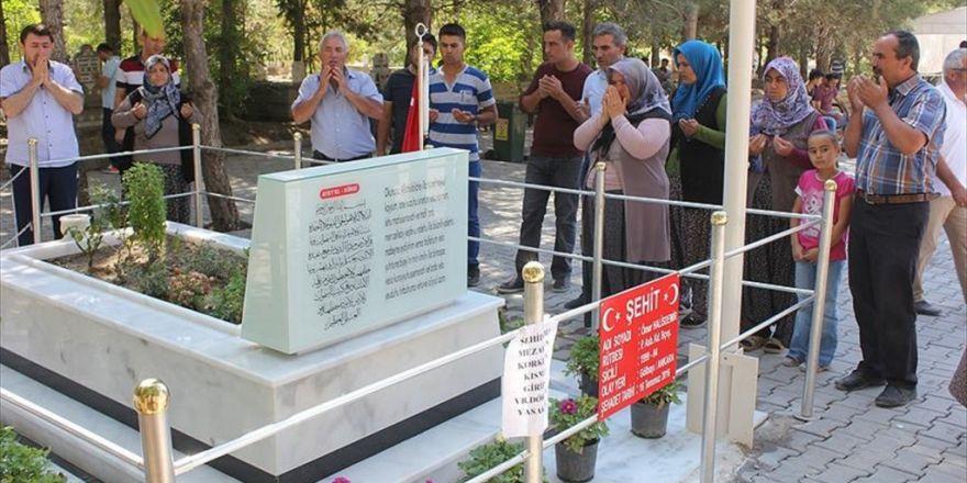 Ömer Halisdemir'in Kabrine Ziyaretçi Akını