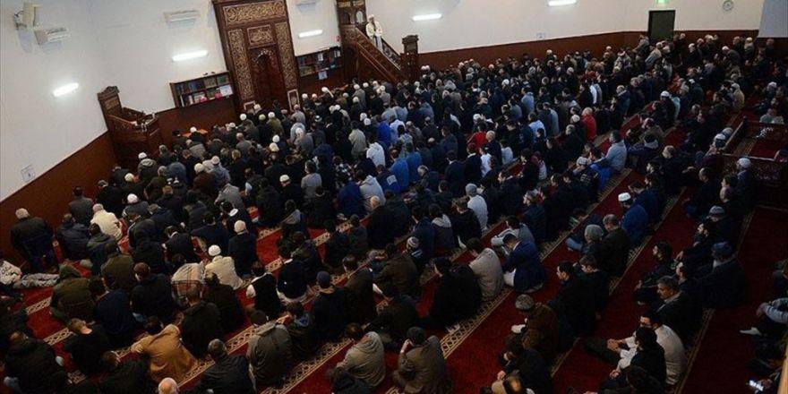 Avustralya'da Yarım Milyon Müslüman Camilere Koştu