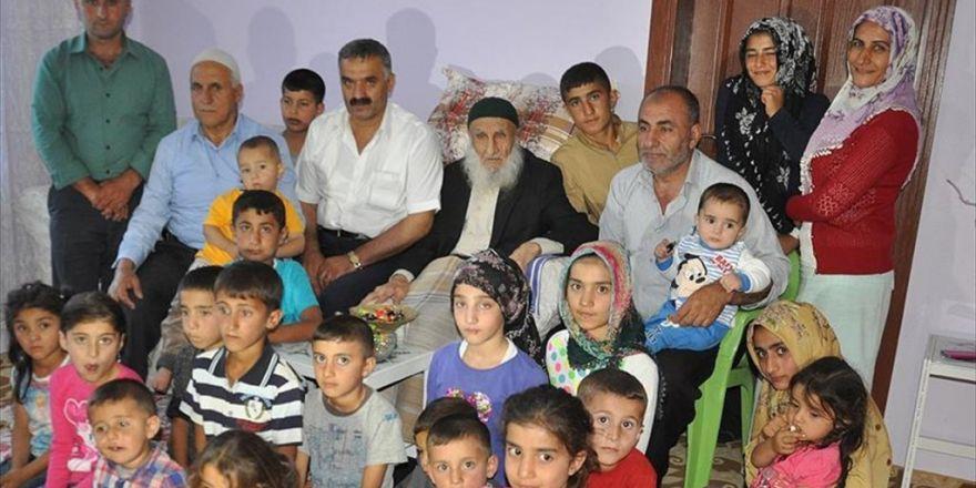 111 Yaşındaki Zübeyir Dede 110 Torunuyla Bayramlaştı