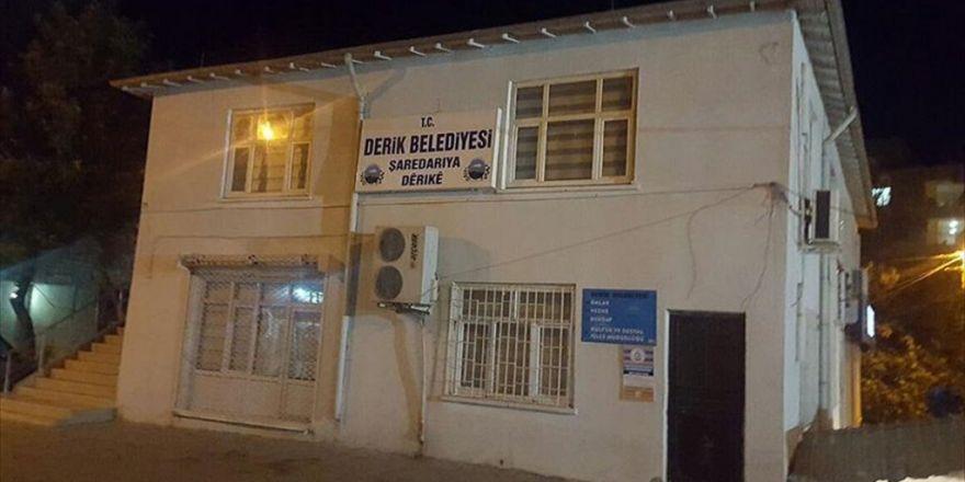 Derik Belediyesinde Yenilenen Kürtçe Tabelalar Asıldı