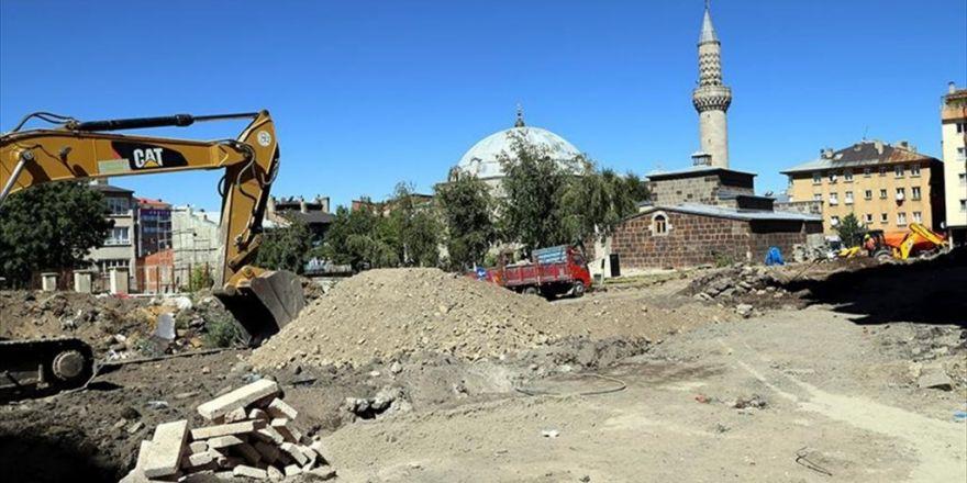 450 Yıllık Cami Etrafındaki Çarpık Yapılaşmadan Kurtarılıyor