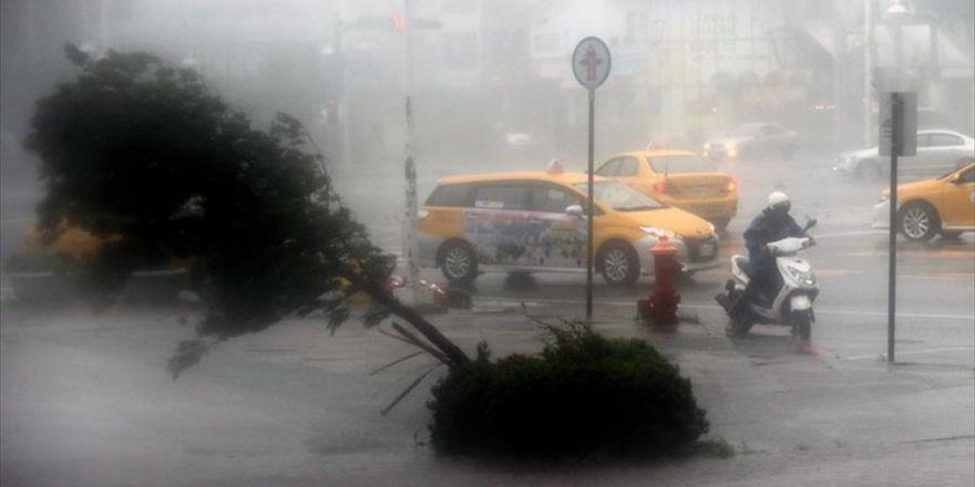 Tropikal Fırtına Vietnam'da 5 Can Aldı