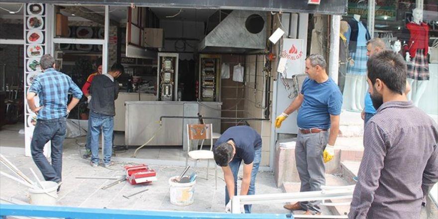 Van'daki Terör Saldırısında Zarar Gören İş Yerleri Onarılıyor