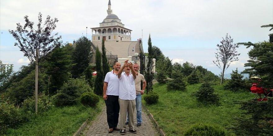 Erdoğan'ın Açtığı Camiye Ziyaretçi Akını