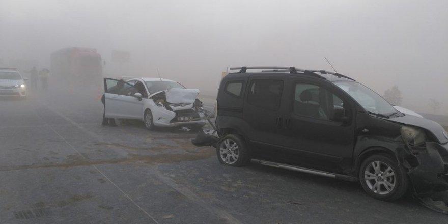 Konya'da  kum fırtınası! 7 araç birbirine girdi