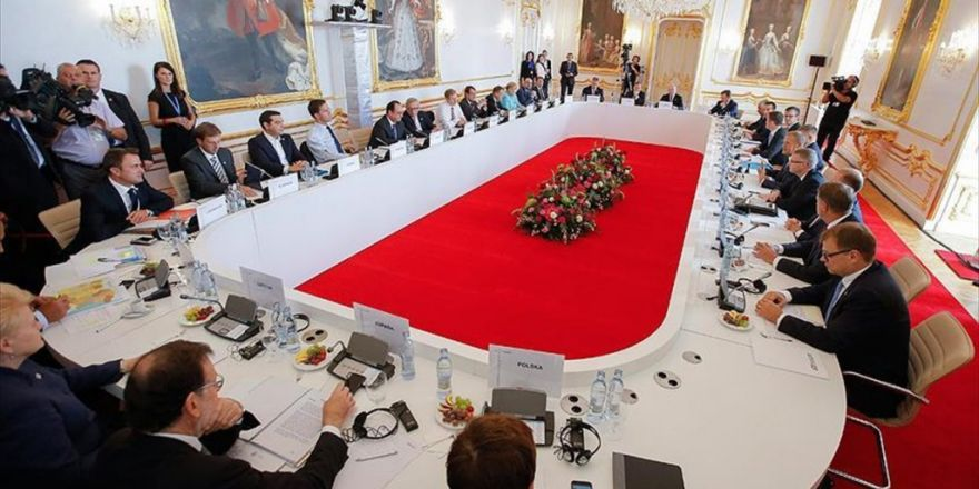 Slovakya'daki Ab Zirvesi Başladı