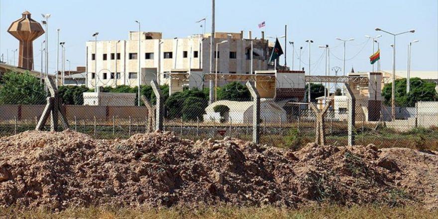Pyd 'Karargahı'na Asılan Abd Bayraklarından 3'ü İndirildi