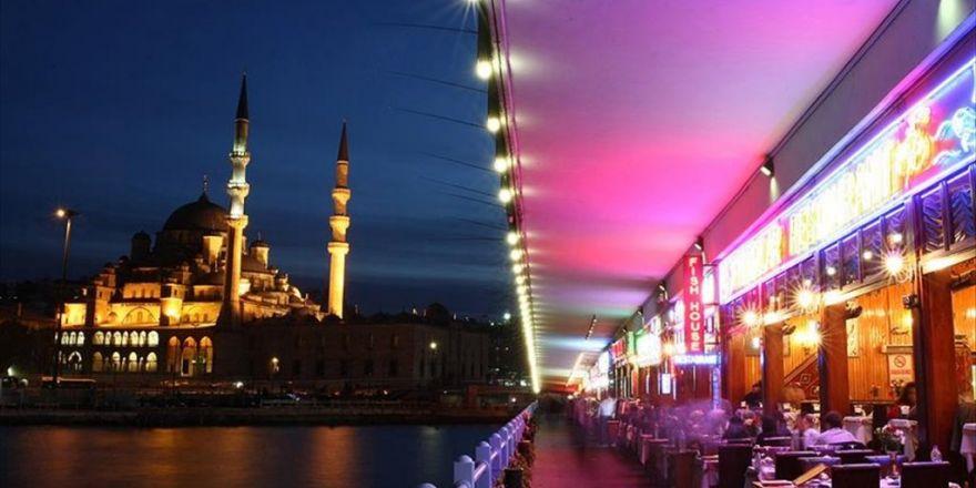 'Yabancılar İstanbul'da Lüks Yemeğe Yılda 300 Milyon Dolar Ödüyor'