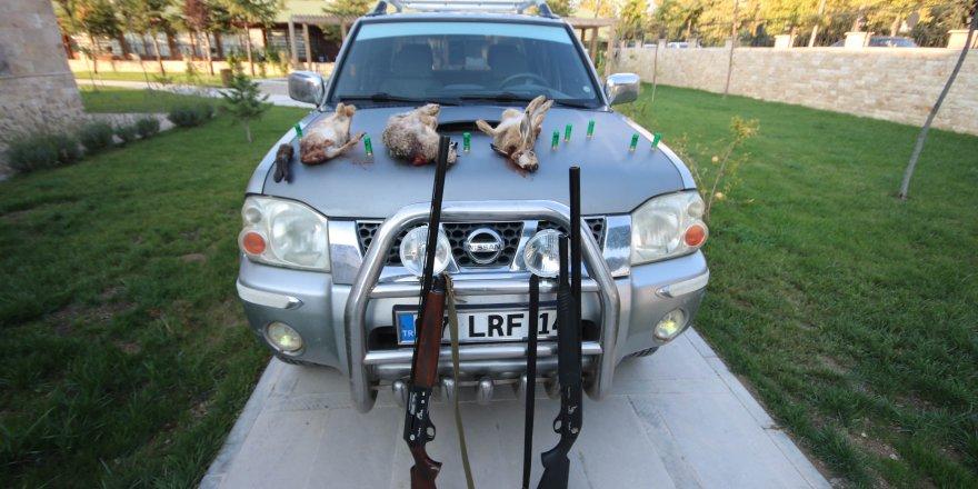Far tertibatıyla tavşan avlayan 5 kişiye 9 bin 500 lira ceza
