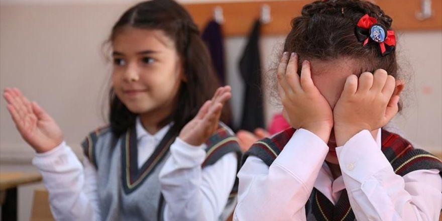 'Okulun İlk Günü Çocuğun Ağlaması Normal Kabul Edilmeli'