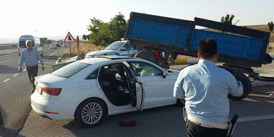 Otomobil ekim mibzerine çarptı: 4 yaralı