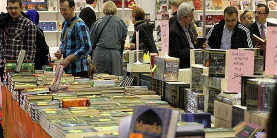 Dünyaca Ünlü Edebiyatçılar İstanbul'da Buluşacak