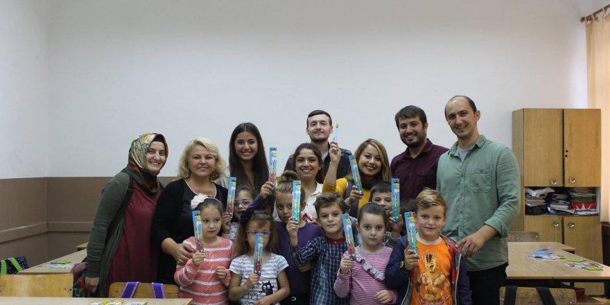 NEÜ Diş Hekimliği Fakültesi hocaları Üsküp'te