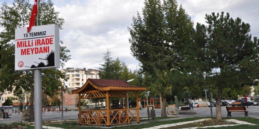 """Seydişehir Belediye Meydanı'nın ismi """"15 Temmuz Milli İrade Meydanı"""" oldu"""
