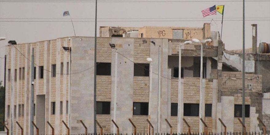 Suriyelilerden Pkk/pyd'nin Astığı Abd Bayrağına Tepki