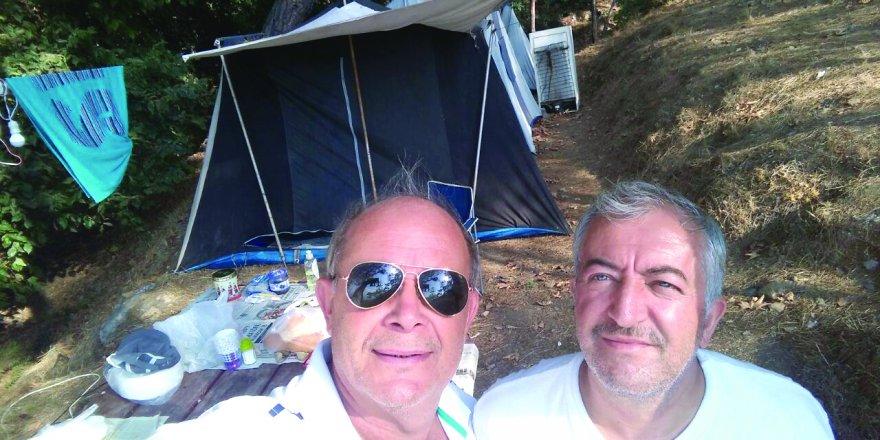 Adnan Arı ve Recai Karahasanoğlu Pullu Çadır kampındılar
