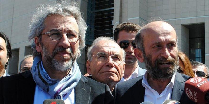 Dündar Ve Gül'ün 'Terör Örgütüne Yardım Etme' Davası Başladı