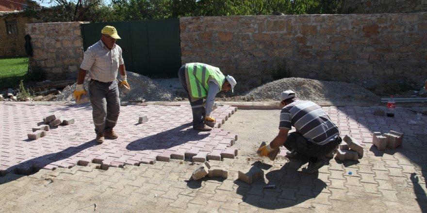 Seydişehir'in Ketenli Mahallesi'nde kilitli parke taş çalışmaları sürüyor