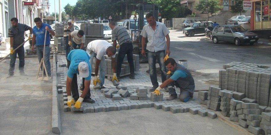 Beyşehir'de dış mahallelere 2,5 milyon adet kilitli parke döşendi