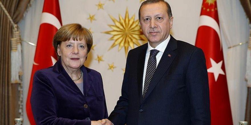 Erdoğan Ve Merkel Suriye'yi Görüştü