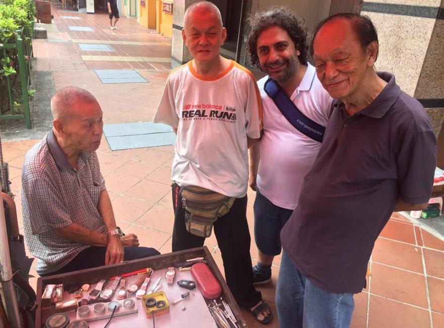 Mustafa Ulu ve meslektaşları Singapur'da