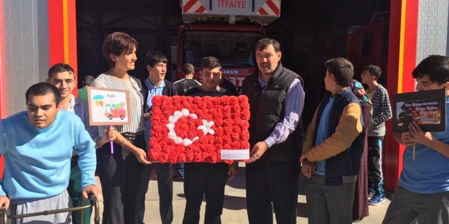 Meral Hoca ve öğrencileri Cevdet Müdürü ziyaretteler