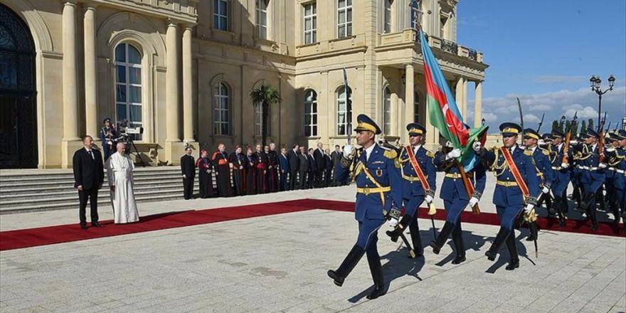 Papa Franciscus Azerbaycan'da Aliyev İle Görüştü