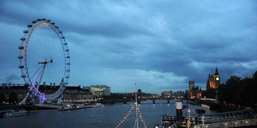 Londra'da Dönme Dolapta Yüzlerce Kişi Mahsur Kaldı