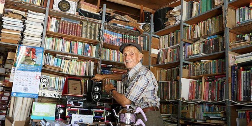 Kütüphaneye Dönüştürülen Bakkala Kitap Yağıyor