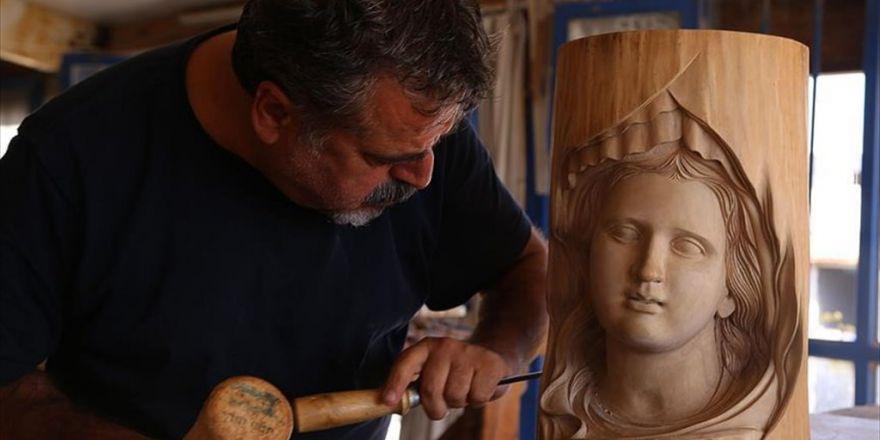 İskarpelasıyla 'Sanat Eseri' Mobilyalar Yapıyor