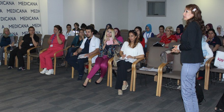 Konya'da bebek emzirme semineri