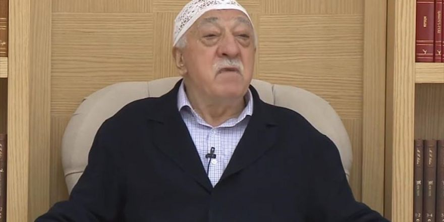 Fetö Elebaşı Gülen'in Bardağındaki Suyu İçmek İçin Yarışmışlar