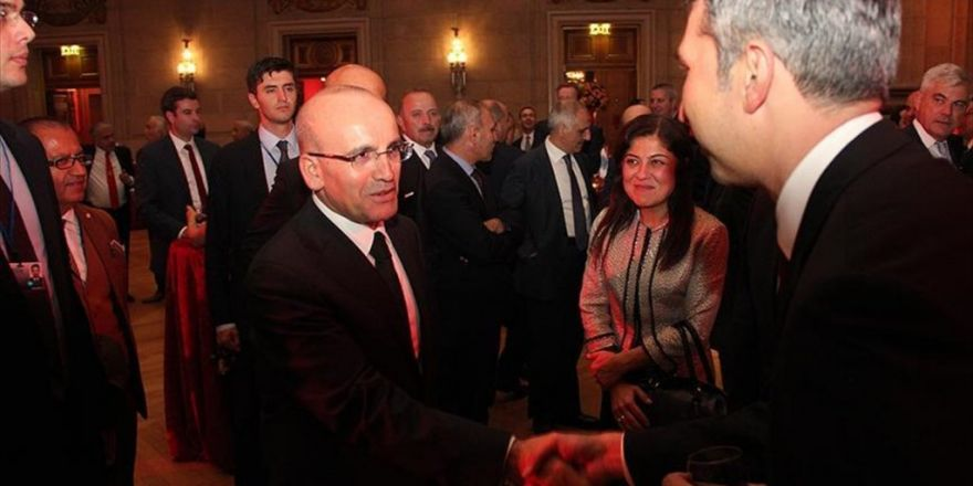 Şimşek Washington'da Yabancı Yatırımcılarla Bir Araya Geldi
