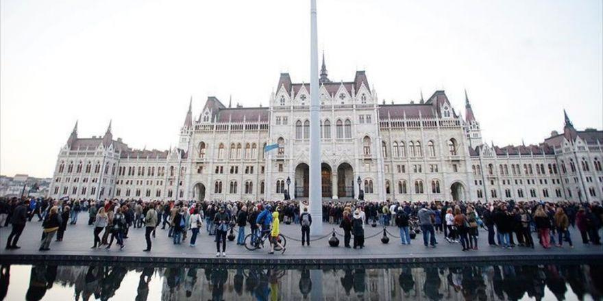 Macaristan'da Nepszabadsag Gazetesi Kapatıldı