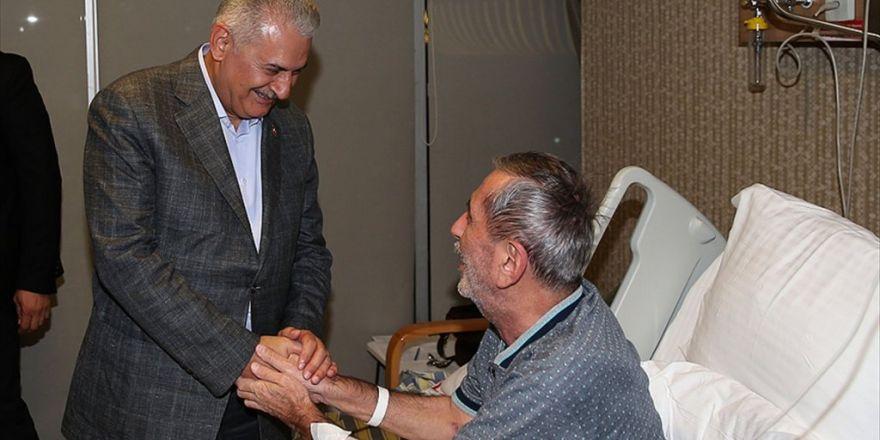 Başbakan Yıldırım, Bağcılar'da Bir Hastanede Hasta Ziyaretinde Bulundu