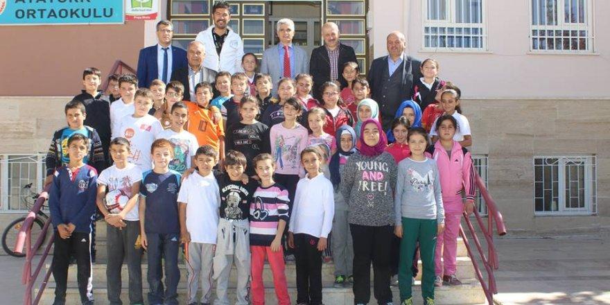 Bozkır Belediye Başkanı İbrahim Gün okul ziyaretlerinde