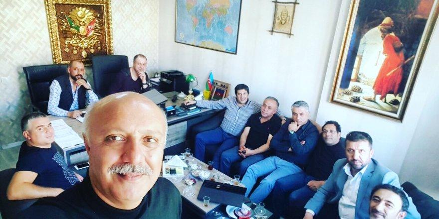Turan Han Elçibey'e dost ziyareti