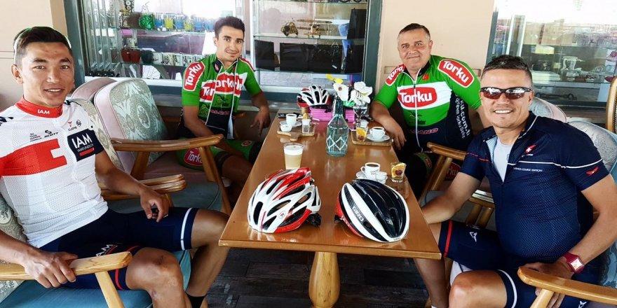 Mehmet Şafakçı, Lionel Marie ve ekip Meram'da kahve molasında