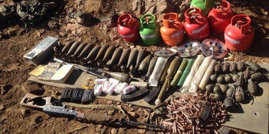 Şemdinli'de Çok Sayıda Silah Ve Mühimmat Ele Geçirildi