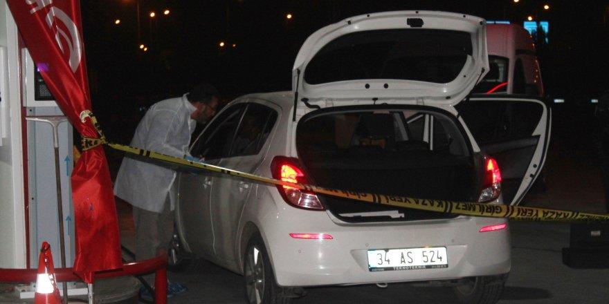 Emlakçı kadın, benzinlikte tabancayla kendini vurdu
