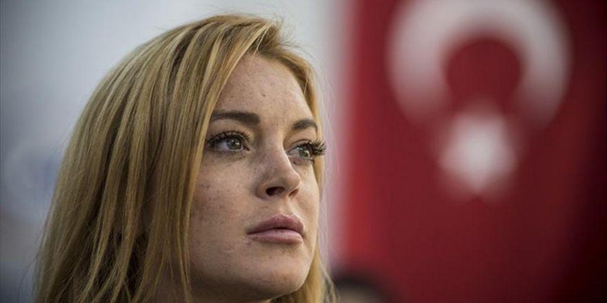 "Lindsay Lohan'dan ""Teröre Lanet"" Mesajı"