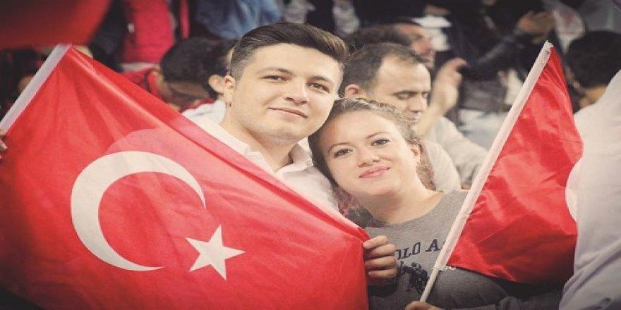 Türker çifti unutulmaz maçın anını ölümsüzleştirmişler