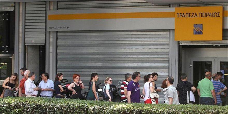 Yunanistan'da 6 Yıl İçinde Devlet Memurlarının Sayısı Yüzde 18 Azaltıldı
