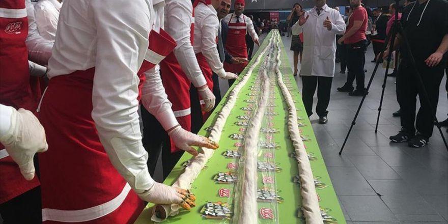 'Dünyanın En Uzun Çiğ Köfte Dürümü Rekoru' Kırıldı