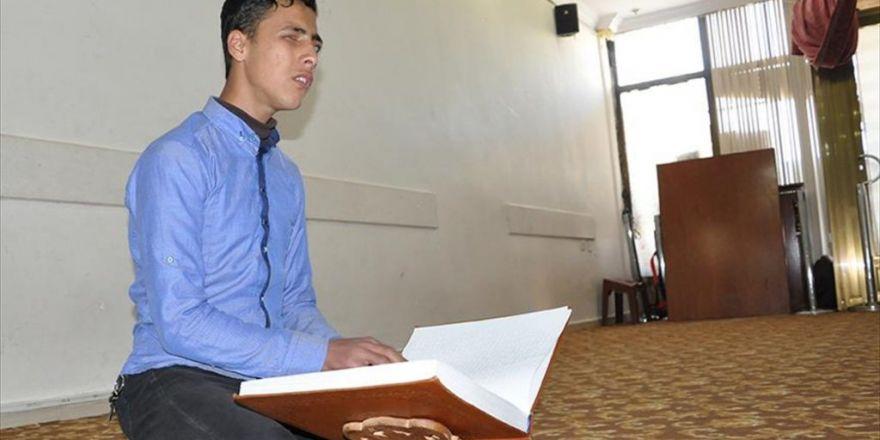 Görme Engelli Suriyeli Gencin Kur'an Aşkı
