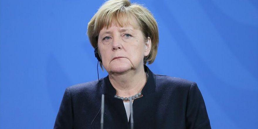 Merkel'den Sığınmacı Akınına Karşı Afrika Atağı