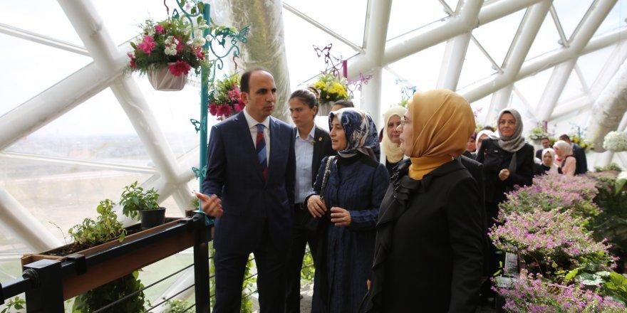 Emine Erdoğan Kelebek Bahçesini gezdi