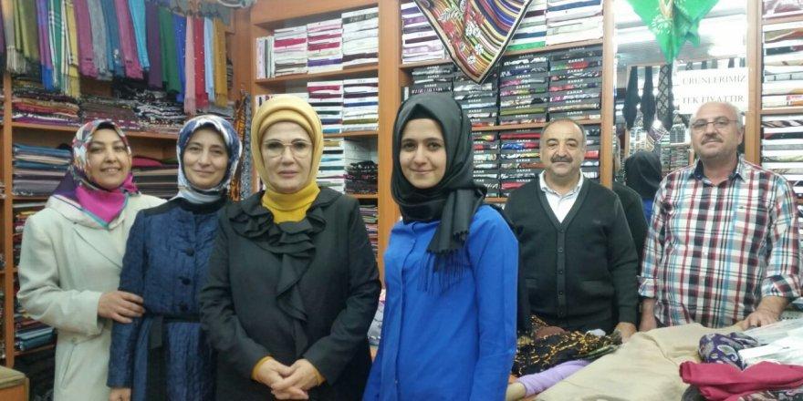 Emine Erdoğan ve Sare Hanım Üzümcü Tekstil'de