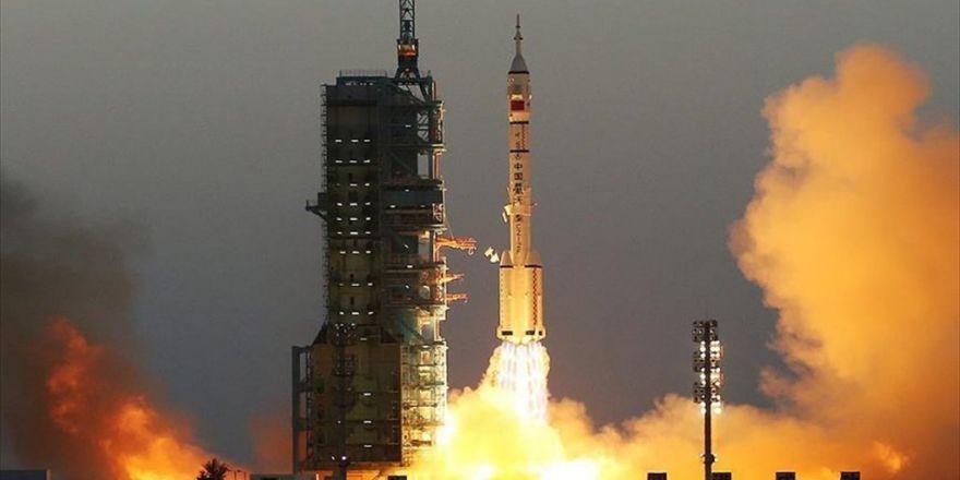 Çin, İçinde 2 Astronot Bulunan Uzay Aracı Fırlattı